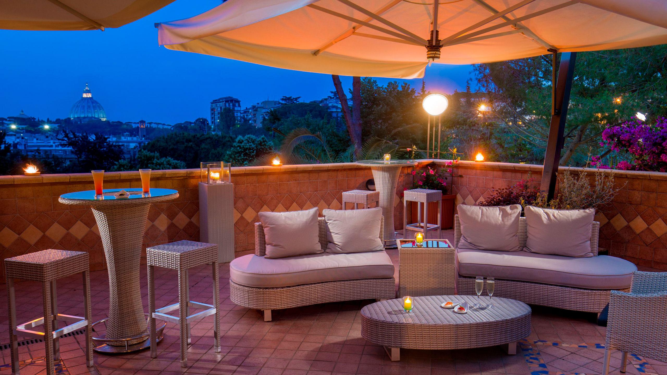 villa-aurelia-hôtel-rome-bar-panoramique-10