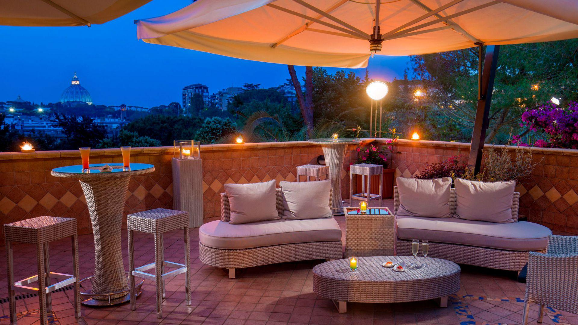 villa-aurelia-hotel-roma-bar-panoramico-11