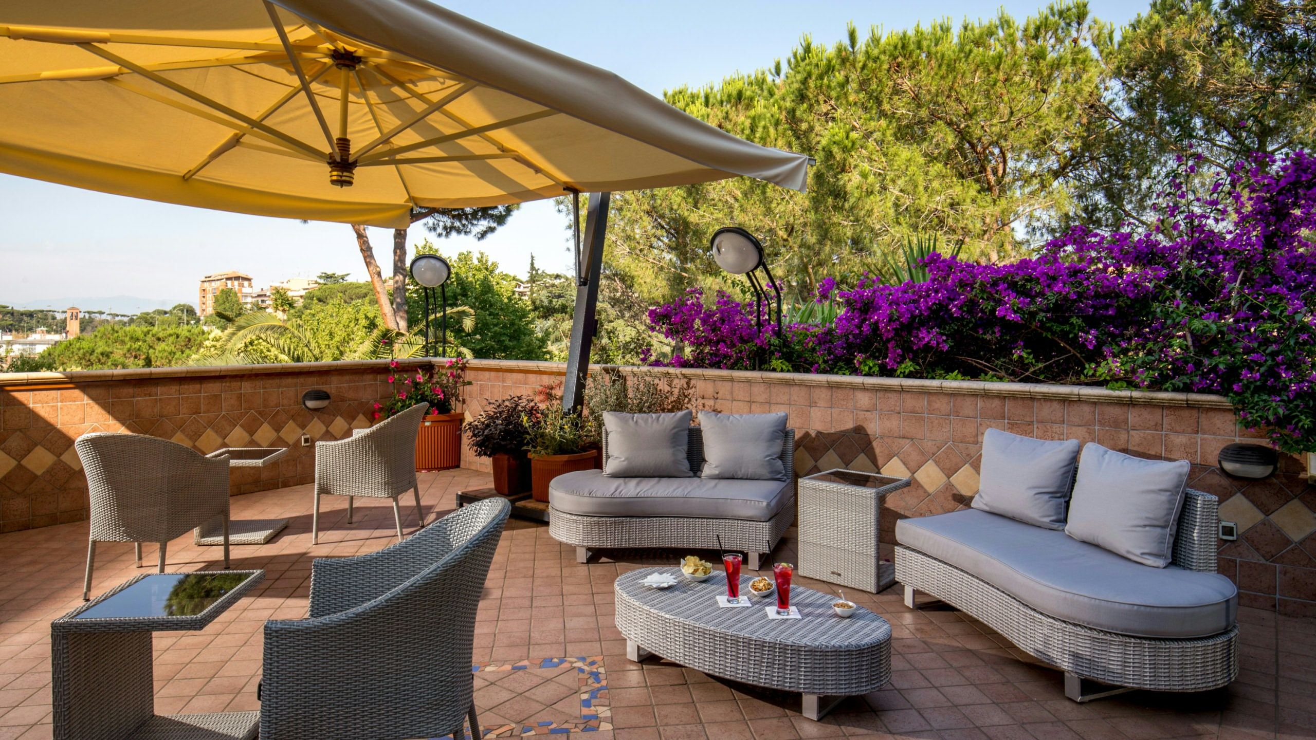villa-aurelia-hotel-rome-rooftop-bar-01